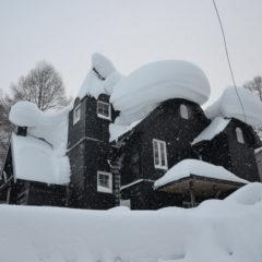 Количество снега на крыше говорит само за себя