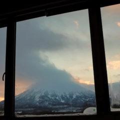 Виды из окна, вулкан Йотей.