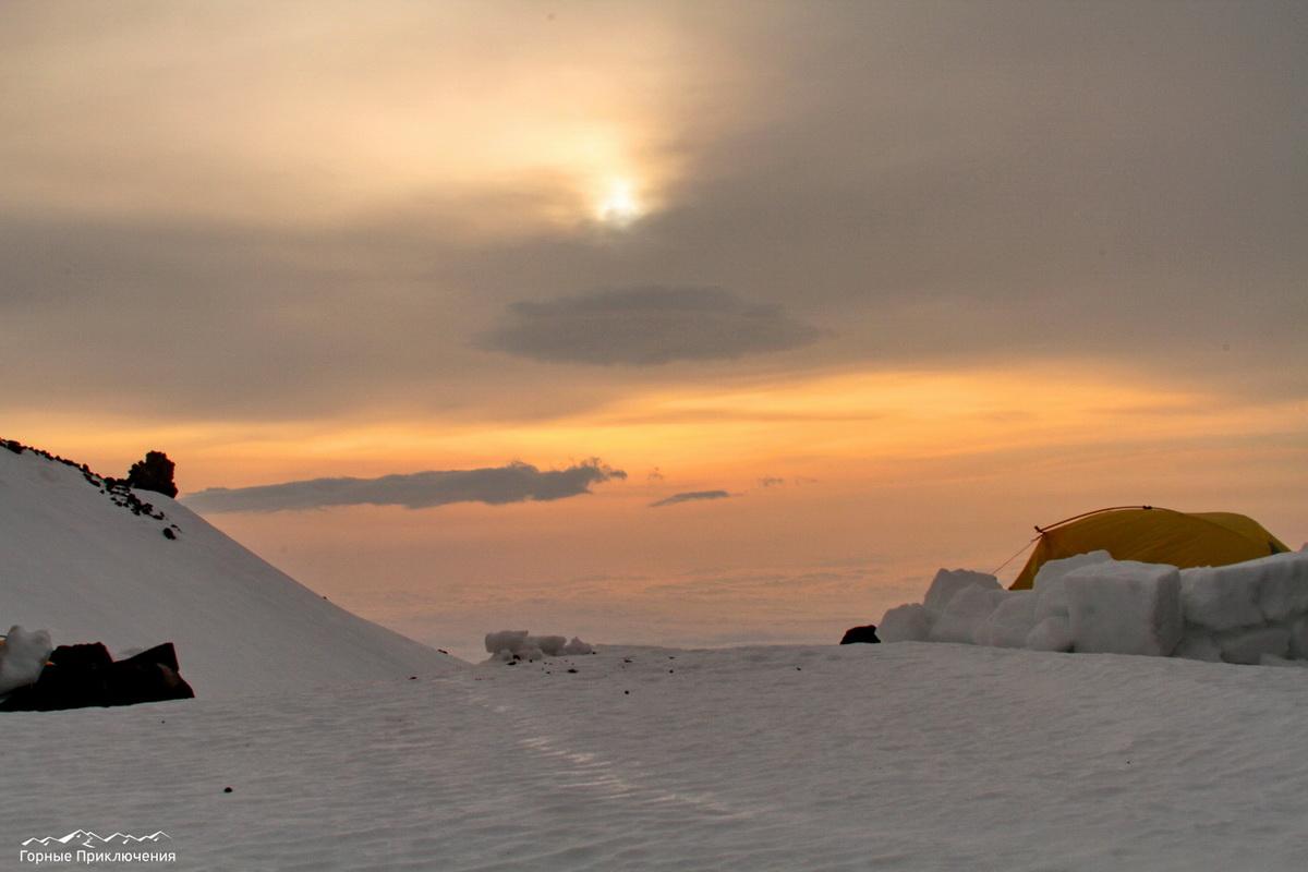 Рассвет на склонах Корякского вулкана, высота 2000 метров.