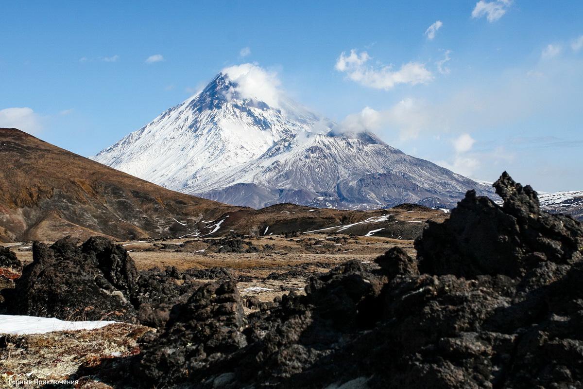 Панорама вулкана Бакенинг и озер с самолета